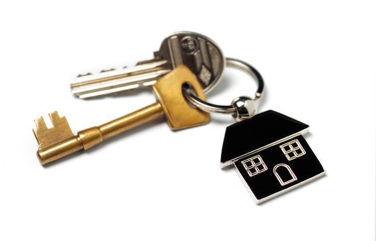 klucze zbreloczkiem wkształcie domku